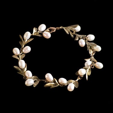 Picture of pearl bracelet